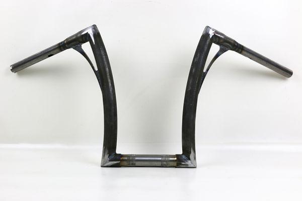 """Flow-bar Lenker SUPER FAT aus 1,4"""" Rohr, hoch, alle M8 Softail Modelle mit 1¼ """" Risers, elek. Gasg.,"""