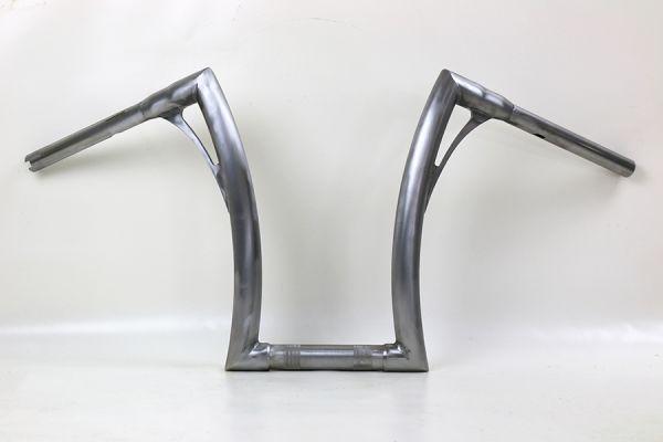 """Flow-bar Lenker SUPER FAT aus 1,4"""" Rohr, hoch, alle M8 Softail Modelle mit 1¼ """" Risers, elektr. Gasg"""
